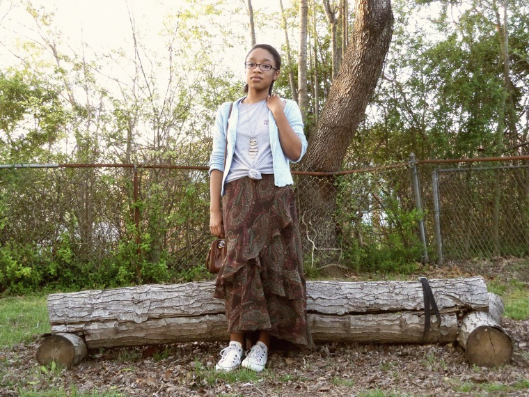 Cardigan: ? (Goodwill); T-shirt: school; Skirt: Chaps (Goodwill); Sneakers: Converse; Necklace: Etsy; Bag: thrifted