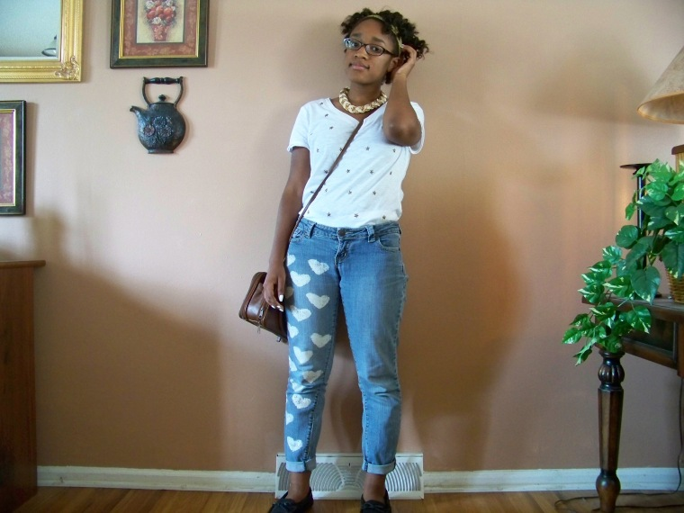 Top: CATO Fashions; Jeans: DIY; Shoes: Old Navy; Necklace: Forever 21; Bag: Thrifted