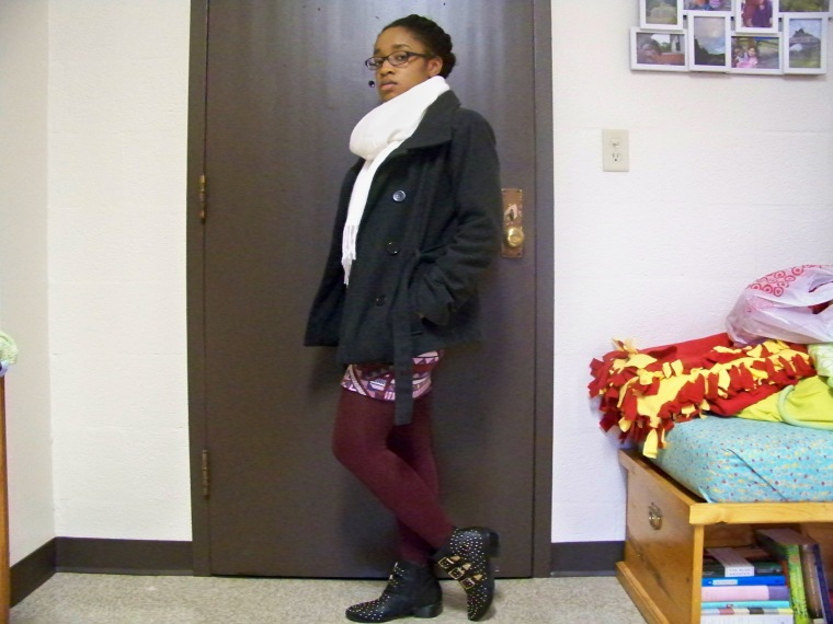 Coat: New Look; Sweater: Decoded; Skirt: Charlotte Russe; Tights: Forever 21; Shoes: Charlotte Russe; Scarf: Forever 21