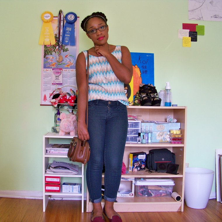 Top: j. h. collection (Goodwill); Jeggings: Tokyo Darling (Aeropostale); Shoes: Merona (Target); Neecklace: Etsy; Bag: Thrifted